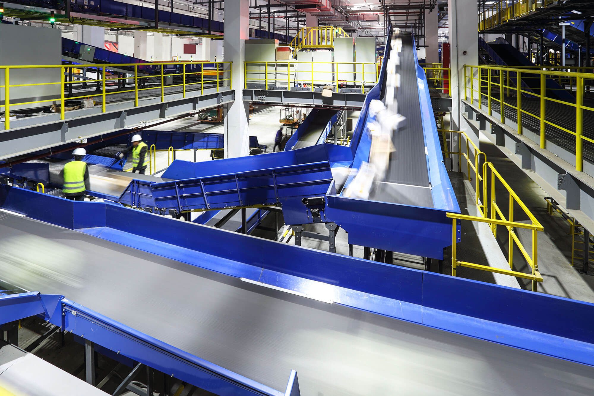 Conveyor system and sorting in warehouse automation