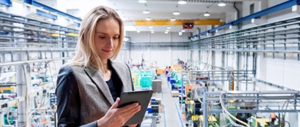 warehouse automation software used by an employee